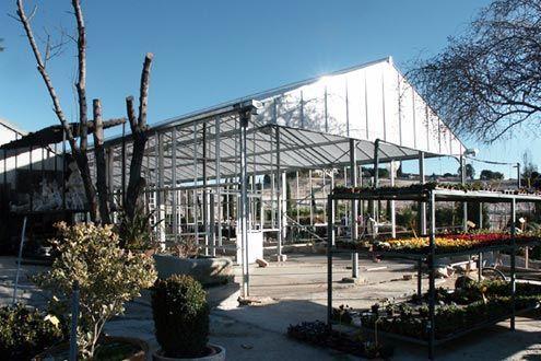 Estructura de invernadero con techo de policarbonato