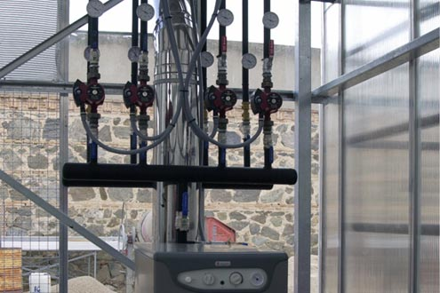Sistema de calefacción por tuberías de agua caliente en invernadero. Sistemas D.R.