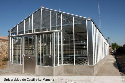 Invernadero de cristal destinado a investigación en la Universidad de Castilla La Mancha