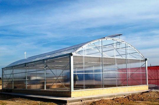 Invernadero Fiberlux con cubierta de policarbonato.