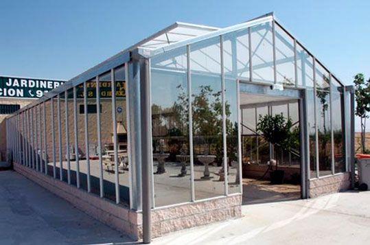 Invernadero Reylux con cubierta de vidrio en Centro de Jardinería