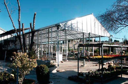 Montaje de estructura de invernadero de gama alta a dos aguas para Centro de Jardinería