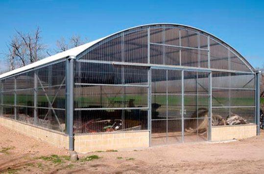 Invernadero Fiberlux progesional de Gama Media con cubierta de policarbonato destinado a almacén. Sistemas D.R.
