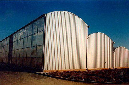 Invernadero tipo Fiberlux fabricado a medida para uso de almacén de plantas en la zona de servicios del Parque Port Aventura (Tarragona)