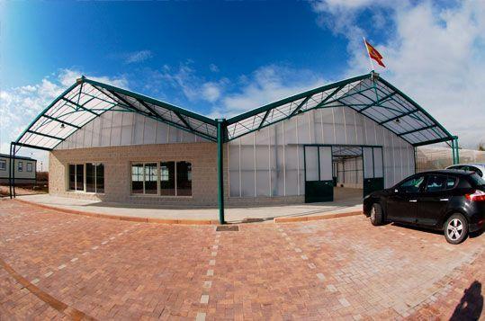 Invernadero de Gama Alta Reylux para Nuevo Centro de JArdinería